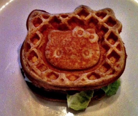 helloykitty_chicken_waffles